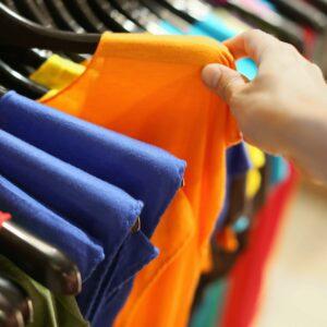 Handla kläder stomi
